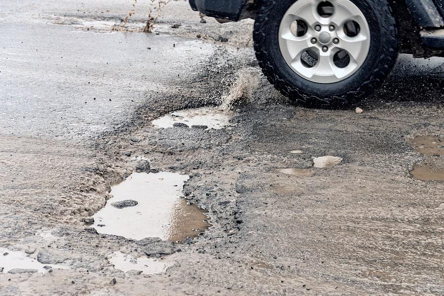 5 Ways to Minimize Vehicle Damage From Potholes